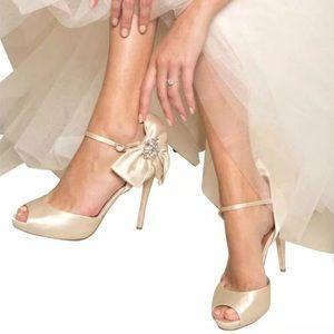 🆕 Badgley Mischka Samra Wedding Platform Sandals